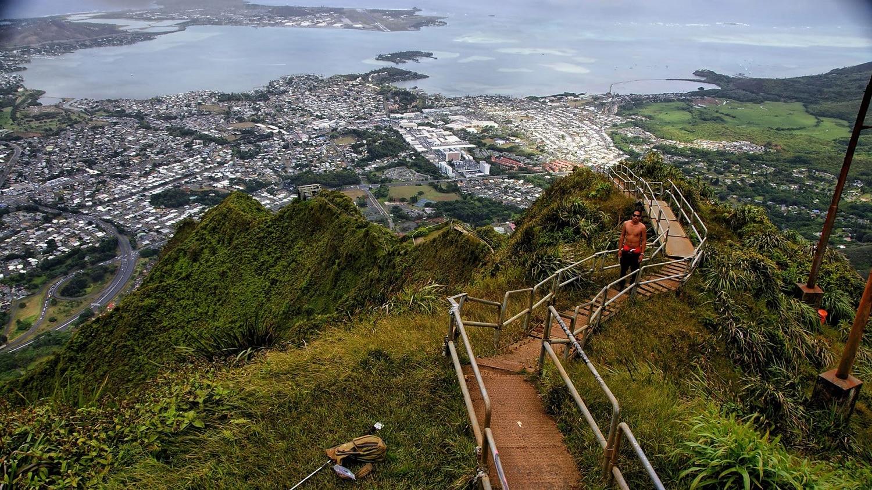 Haiku, treptele care alcătuiesc unul dintre cele mai dificile trasee din lume