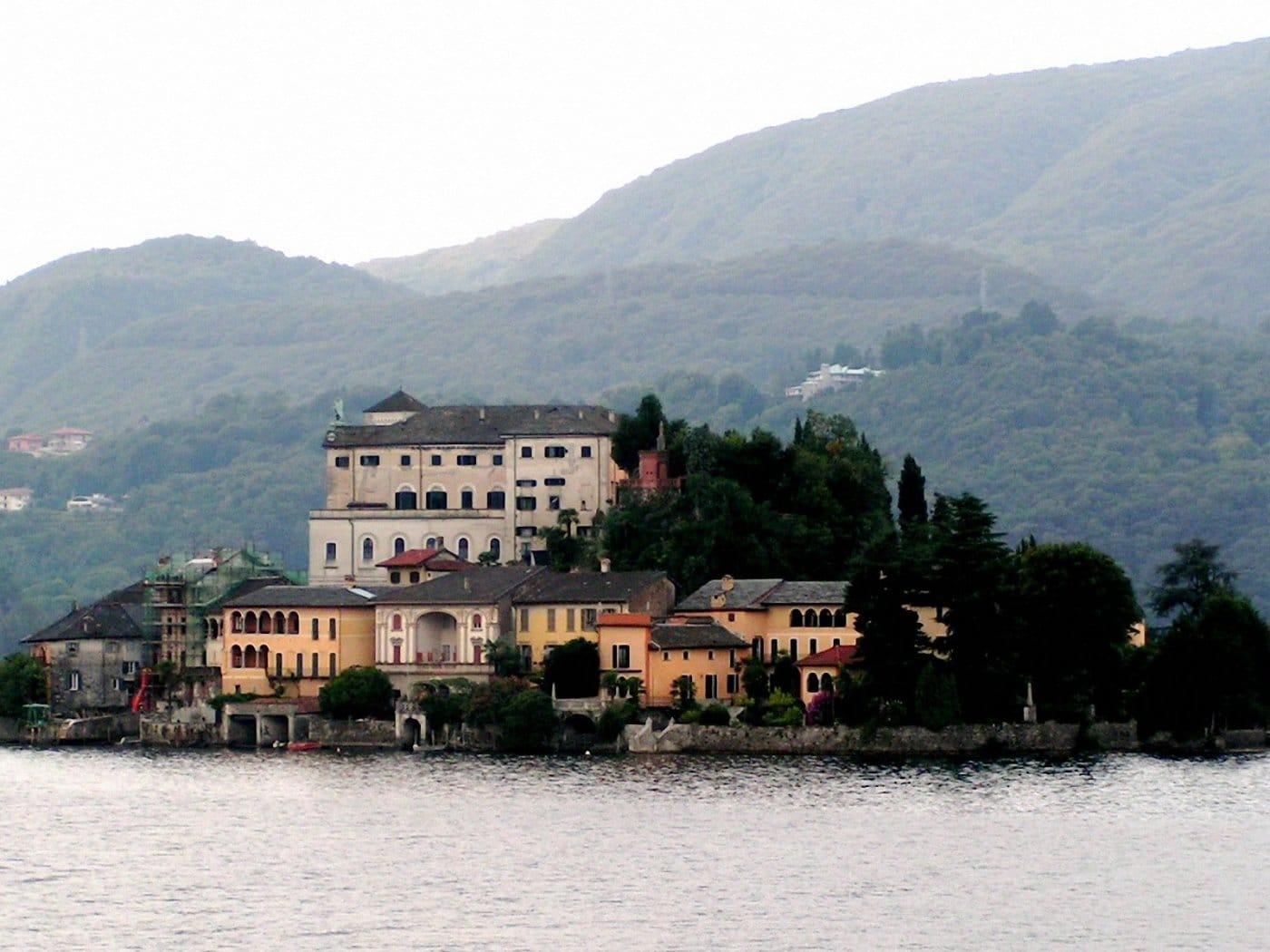 Insula San Giulio, Lacul Orta