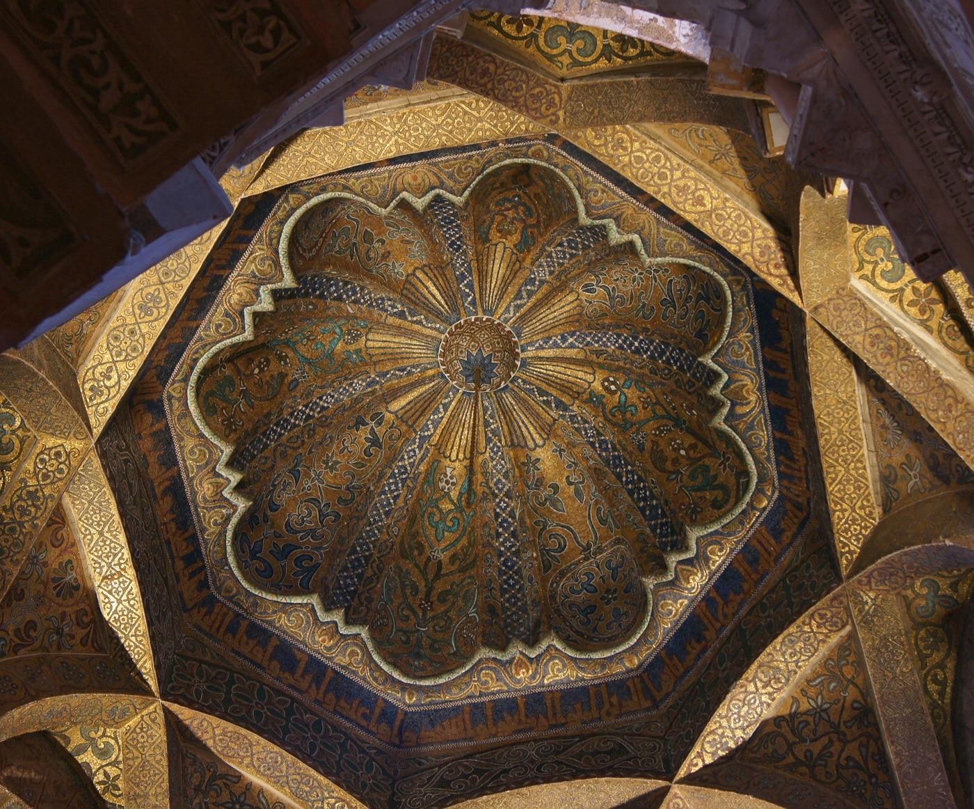 Interiorul Marii Moschei este foarte prețios