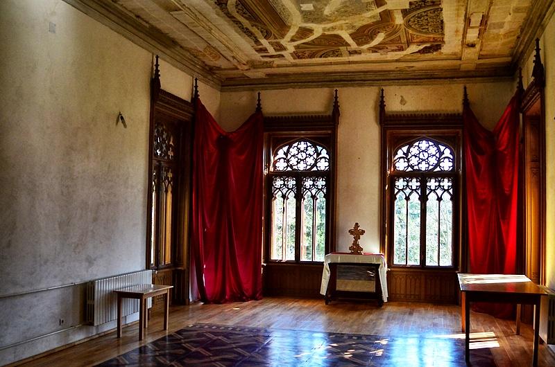 Interiorul castelului se află într-o continuă recondiţionare