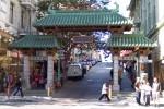 Intrarea în faimosul Chinatown, una din marile atracții turistice din San Francisco