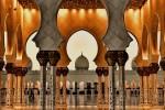 Marea Moschee Sheikh Zayed este decorată cu numeroase arcuri simetrice