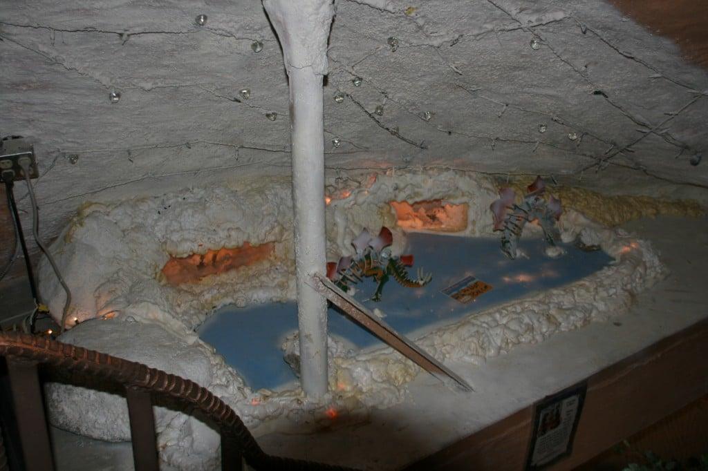 Mini expoziție în interiorul lui Dinny