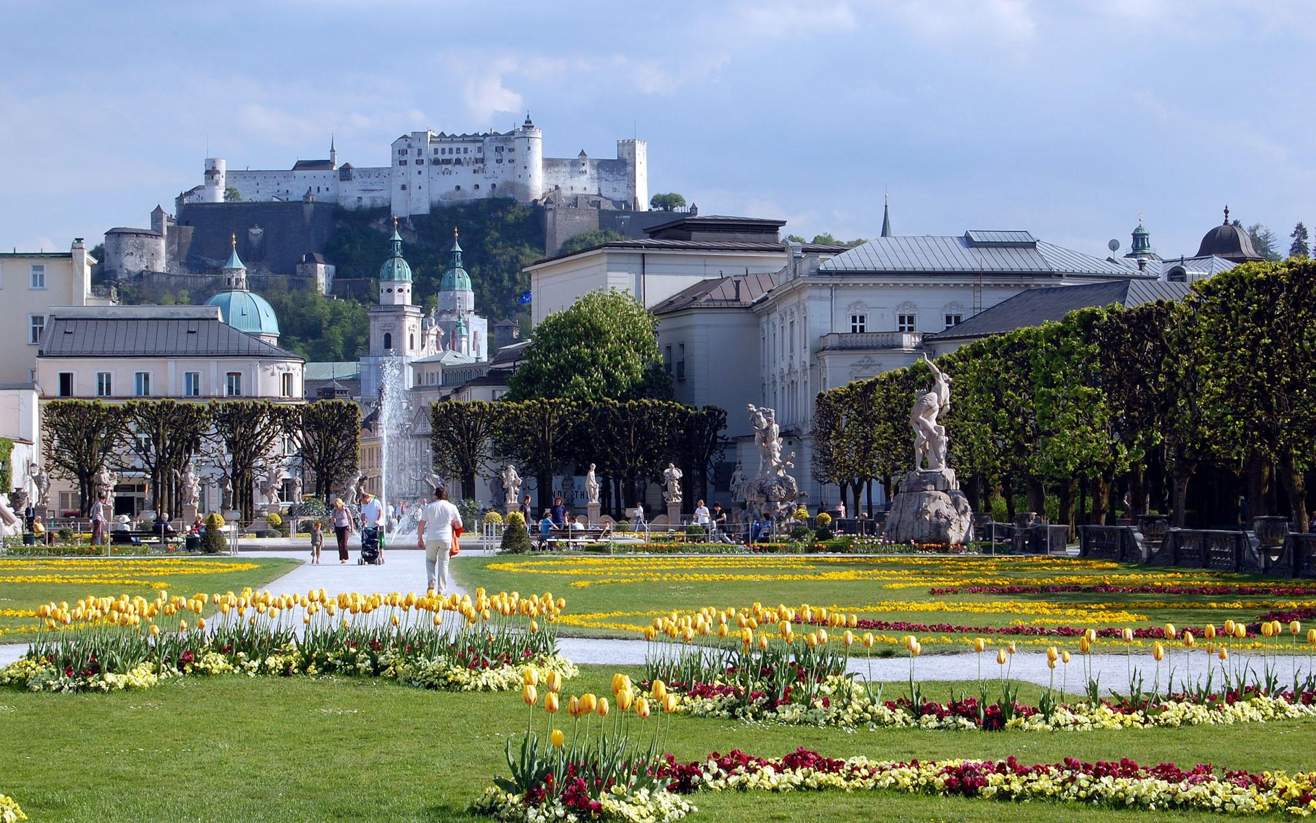 Palatul Mirabell şi frumoasele sale grădini, oraşul Salzburg, Austria