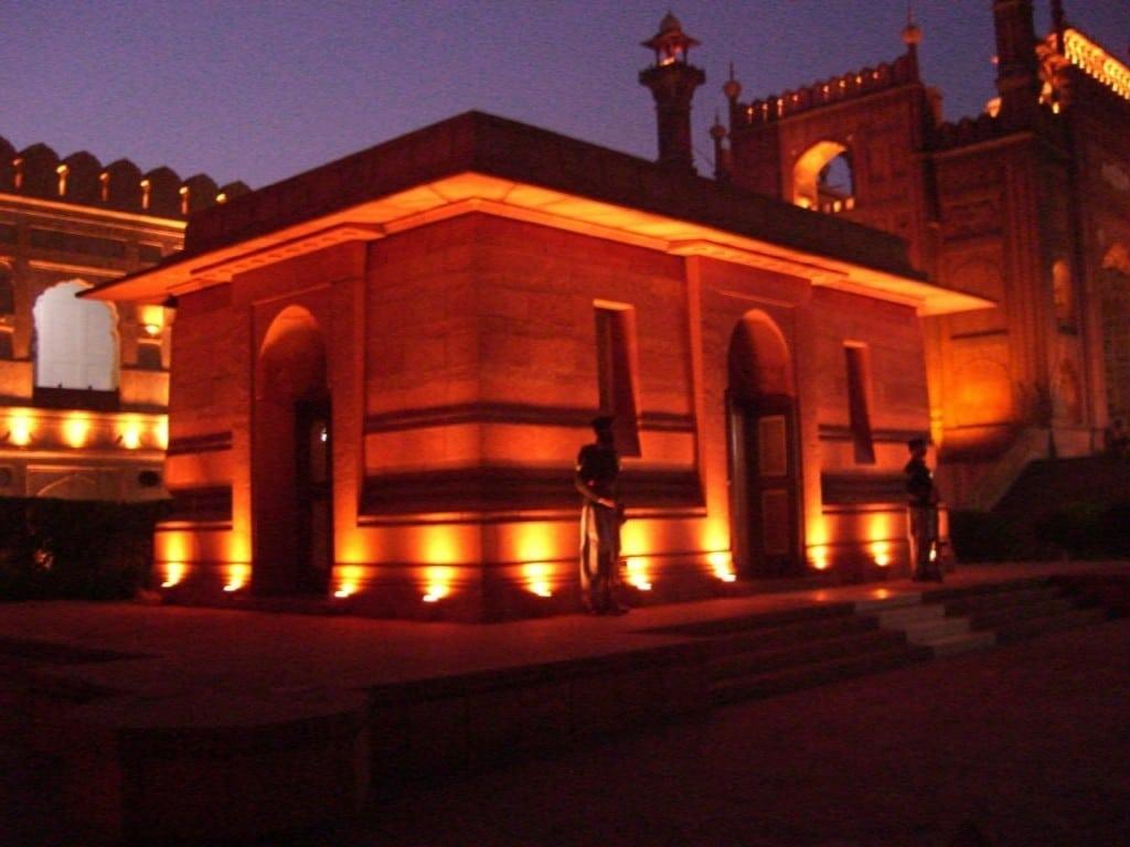 Mormântul Allama Iqbal