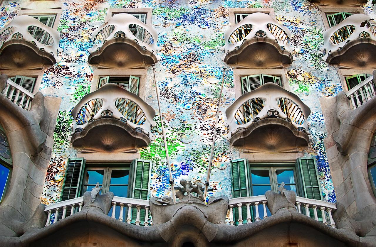 Mozaicul de pe faţada clădirii este inedit