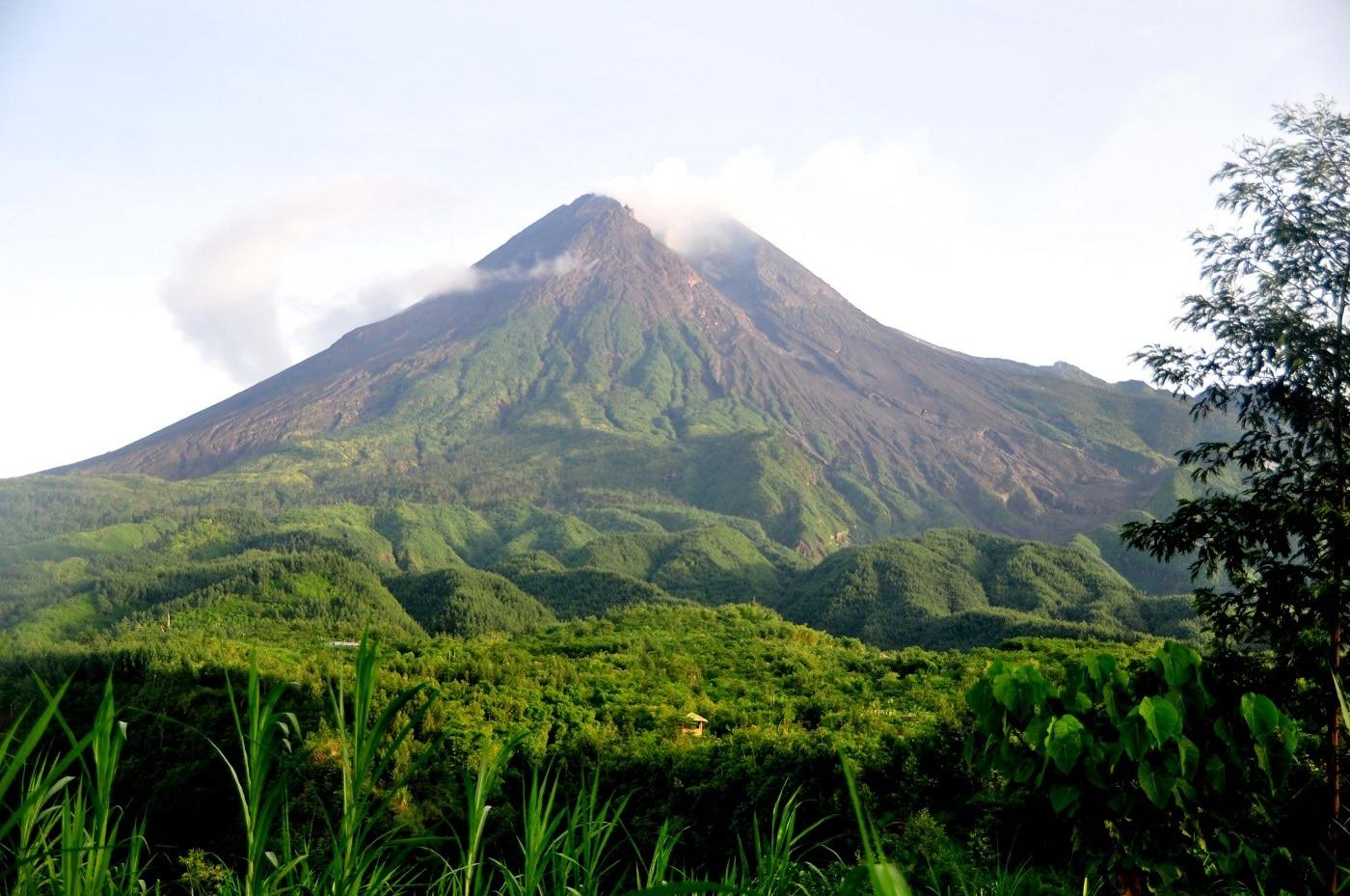 Muntele Merapi, o destinație populară pentru practicarea alpinismului