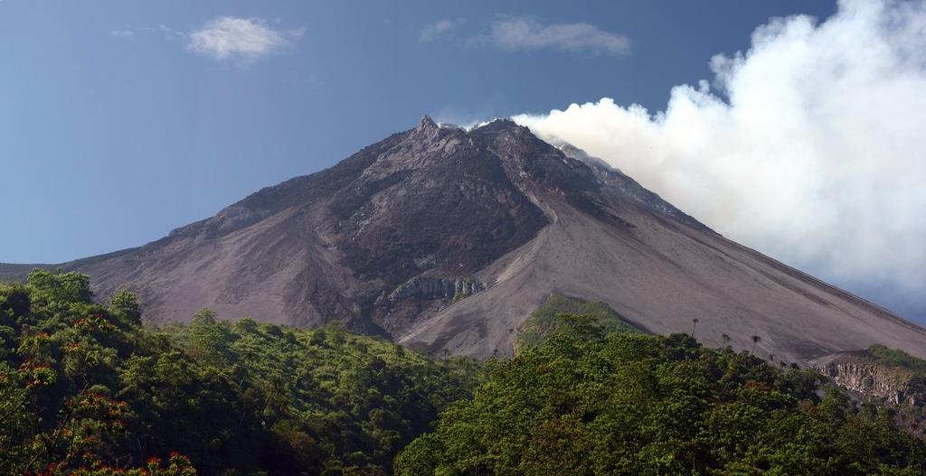 Muntele Merapi, un pericol iminent  cu care locuitorii trăiesc zi de zi