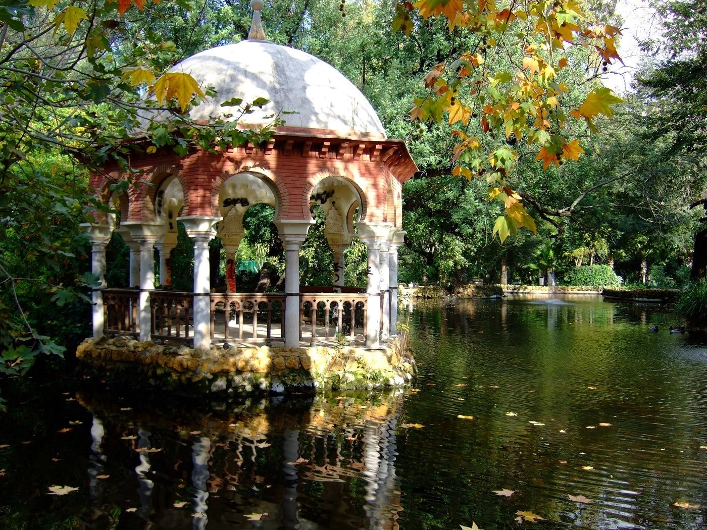 Numeroase structuri înfrumuseţează Parcul Maria Luisa