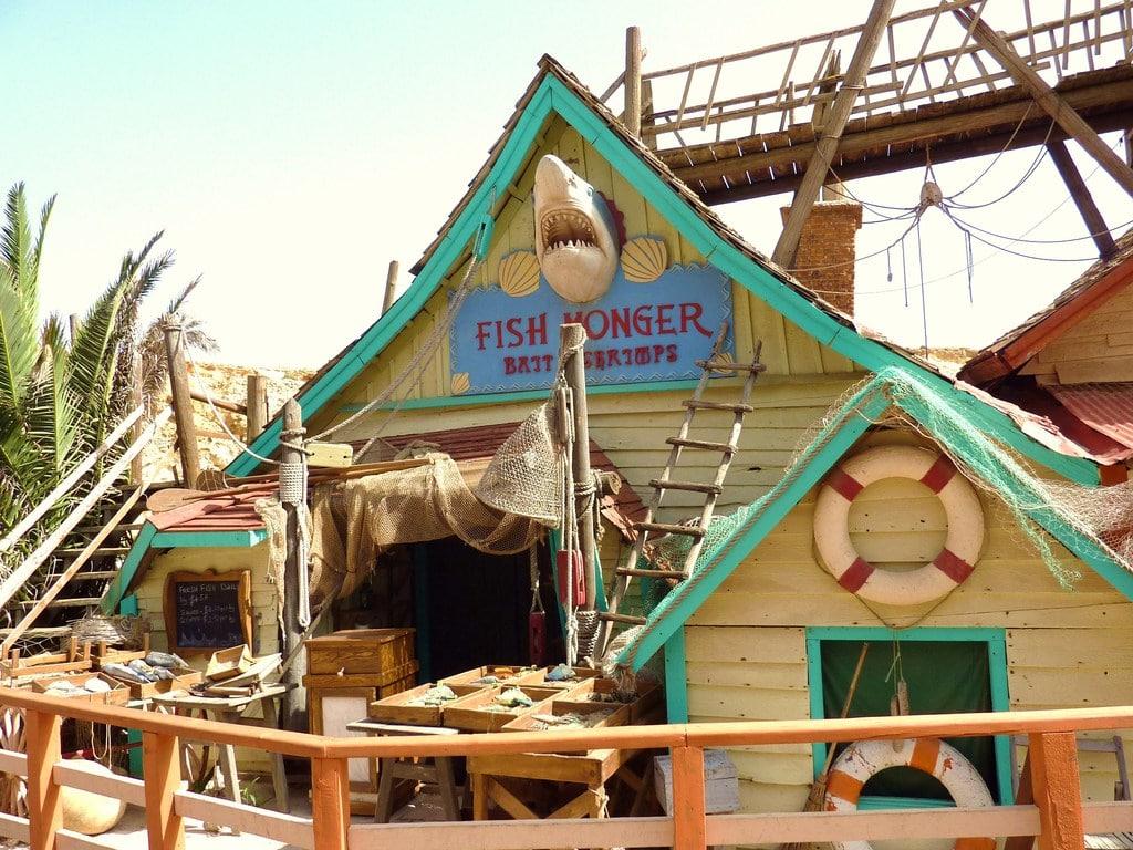 O parte din recuzită utilizată la filmări se regăsește și astăzi în Orașul lui Popeye