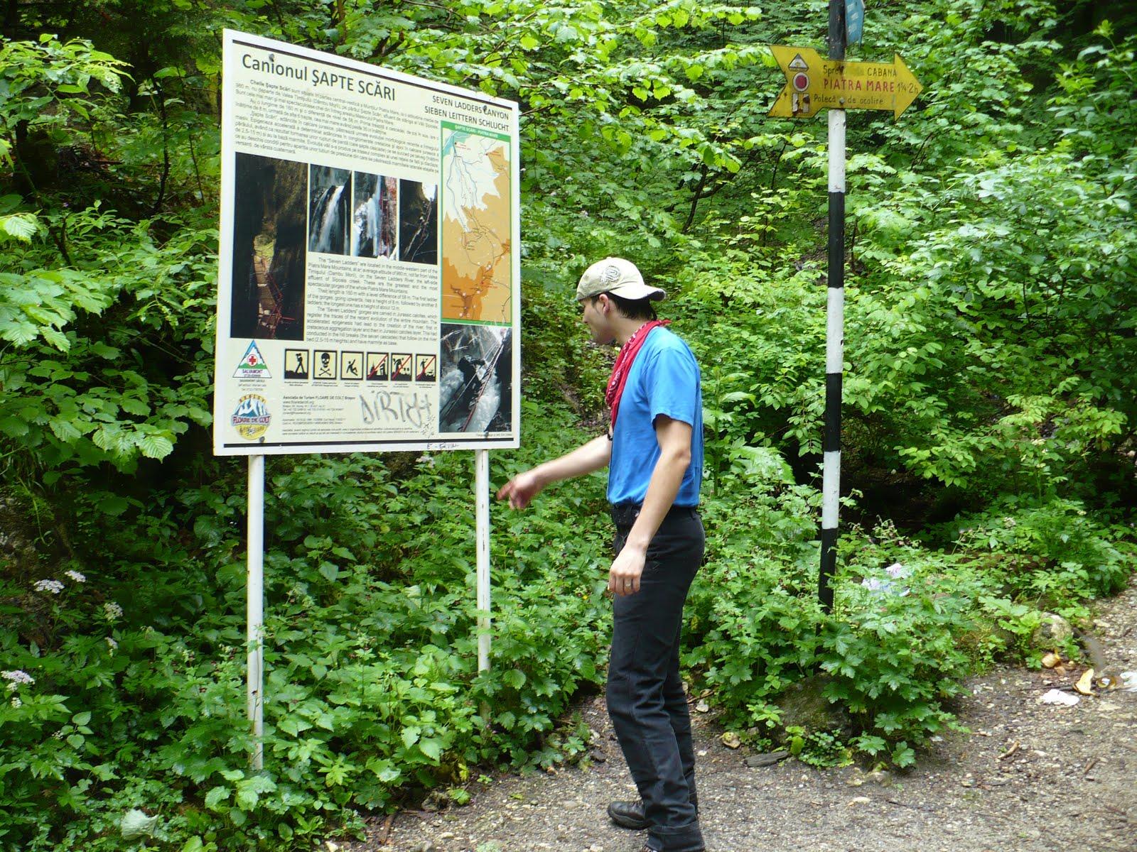 Panou de informare de la intrarea în Canionul 7 Scări