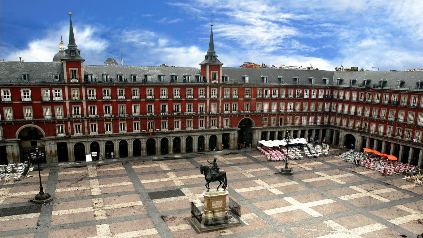Statuia Regelui Filip al II-lea al Spaniei din Plaza Mayor
