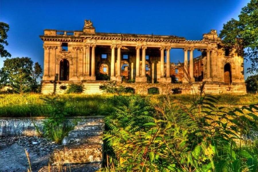 Palatul Micul Trianon -  monument istoric pe cale de dispariție