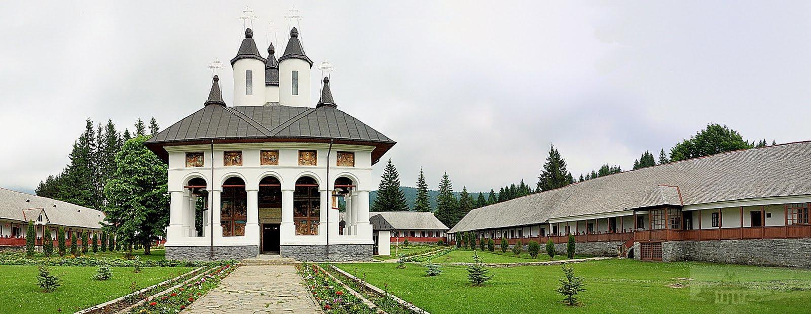 Mănăstirea Cheia, situată la poalele Munților Ciucaș