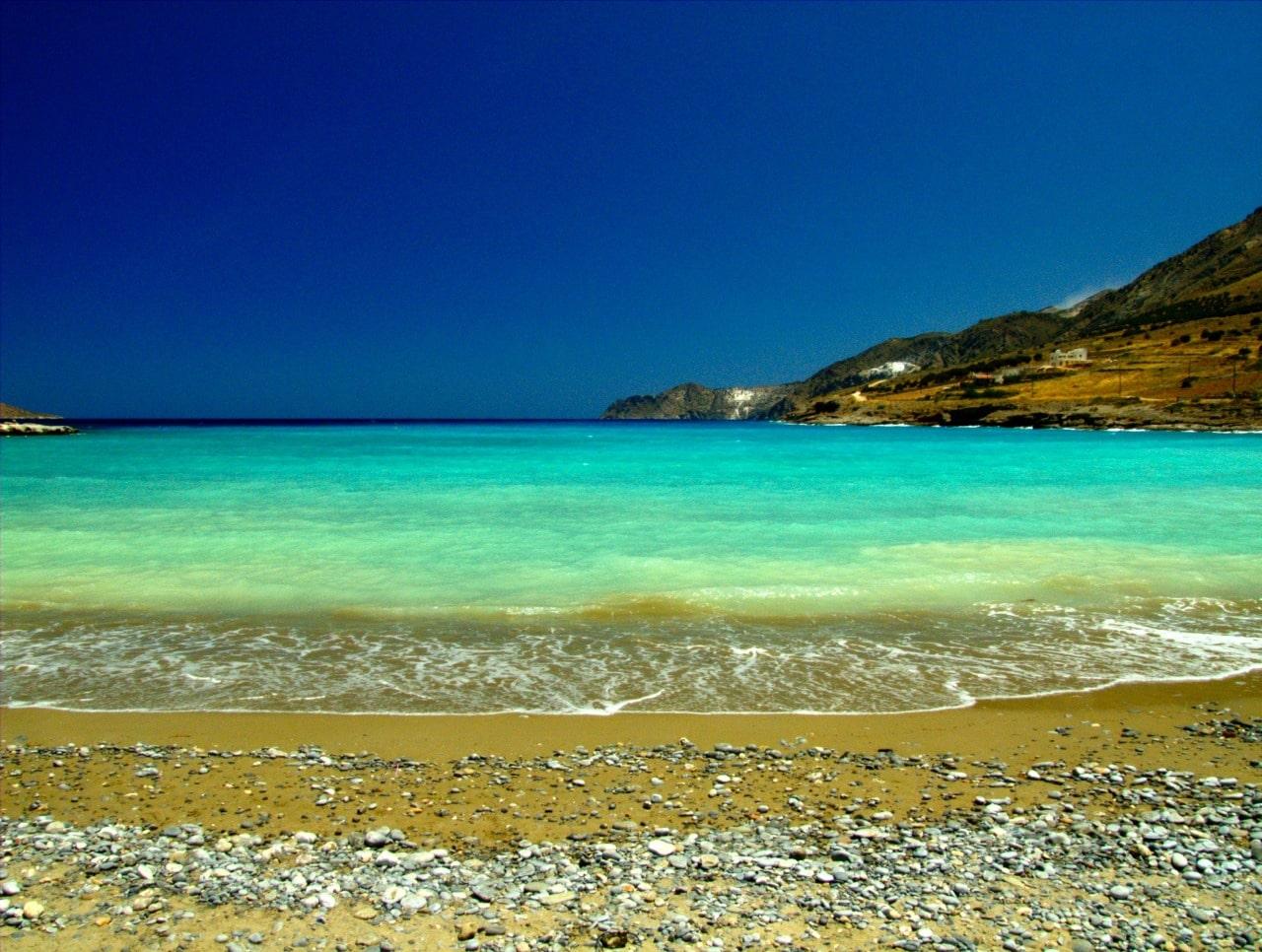 Plajă pustie din Creta