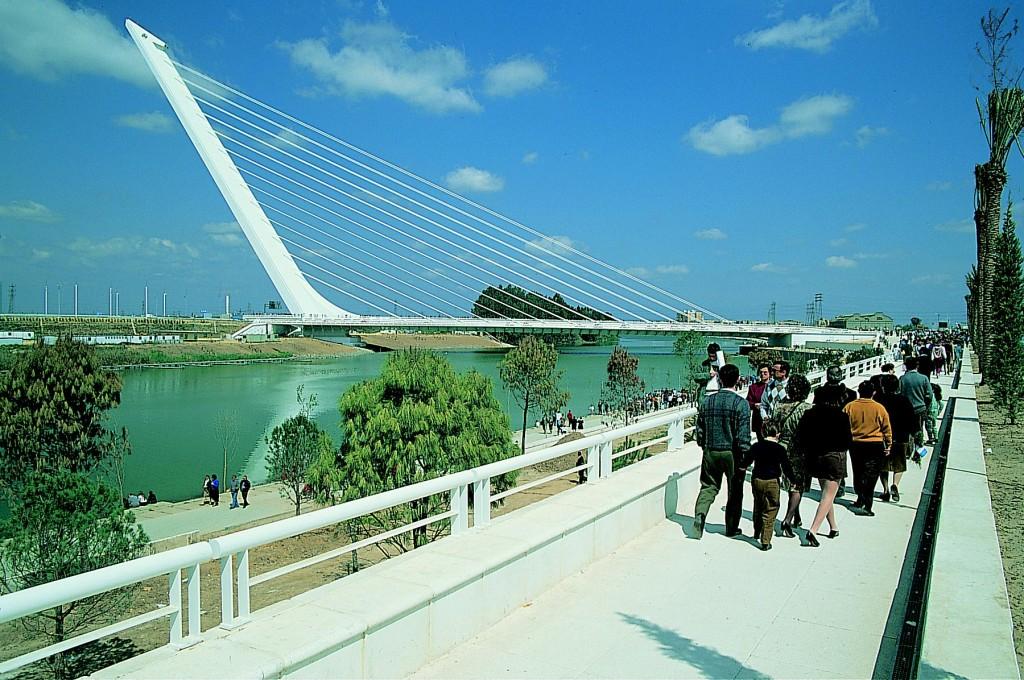 Puente del Alamillo, o destinație turistică în Sevilia