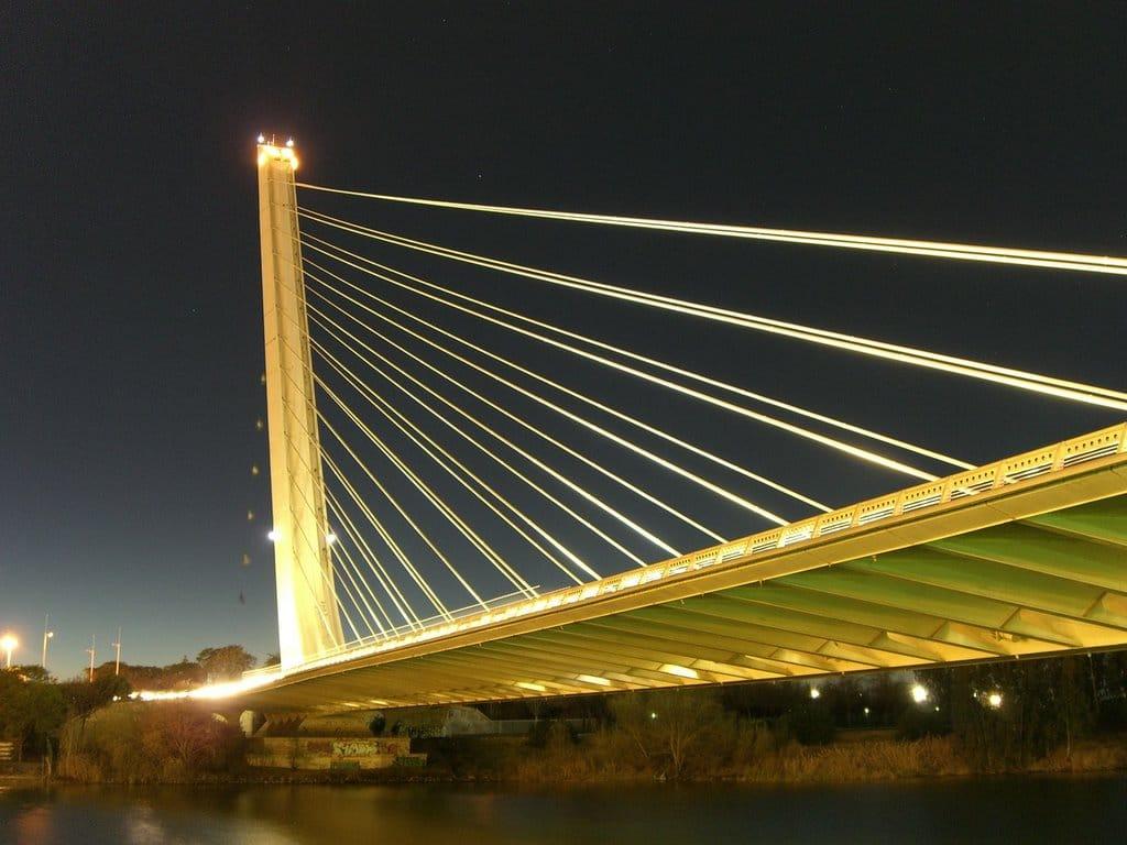 Puente del Alamillo pe timp de noapte