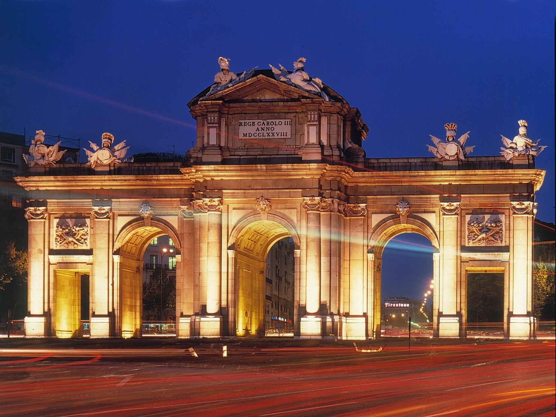 Puerta de Alcala, considerat monument naţional