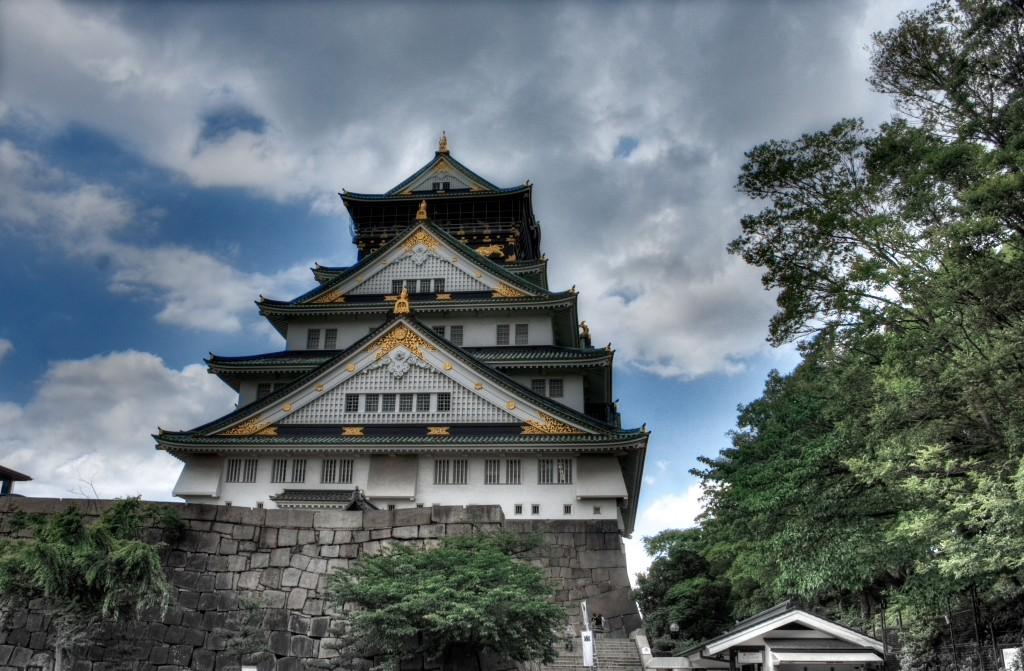 Reconstruit de la zero, castelul din Osaka este doar o pală copie a originalului dar chiar și așa arată extraordinar
