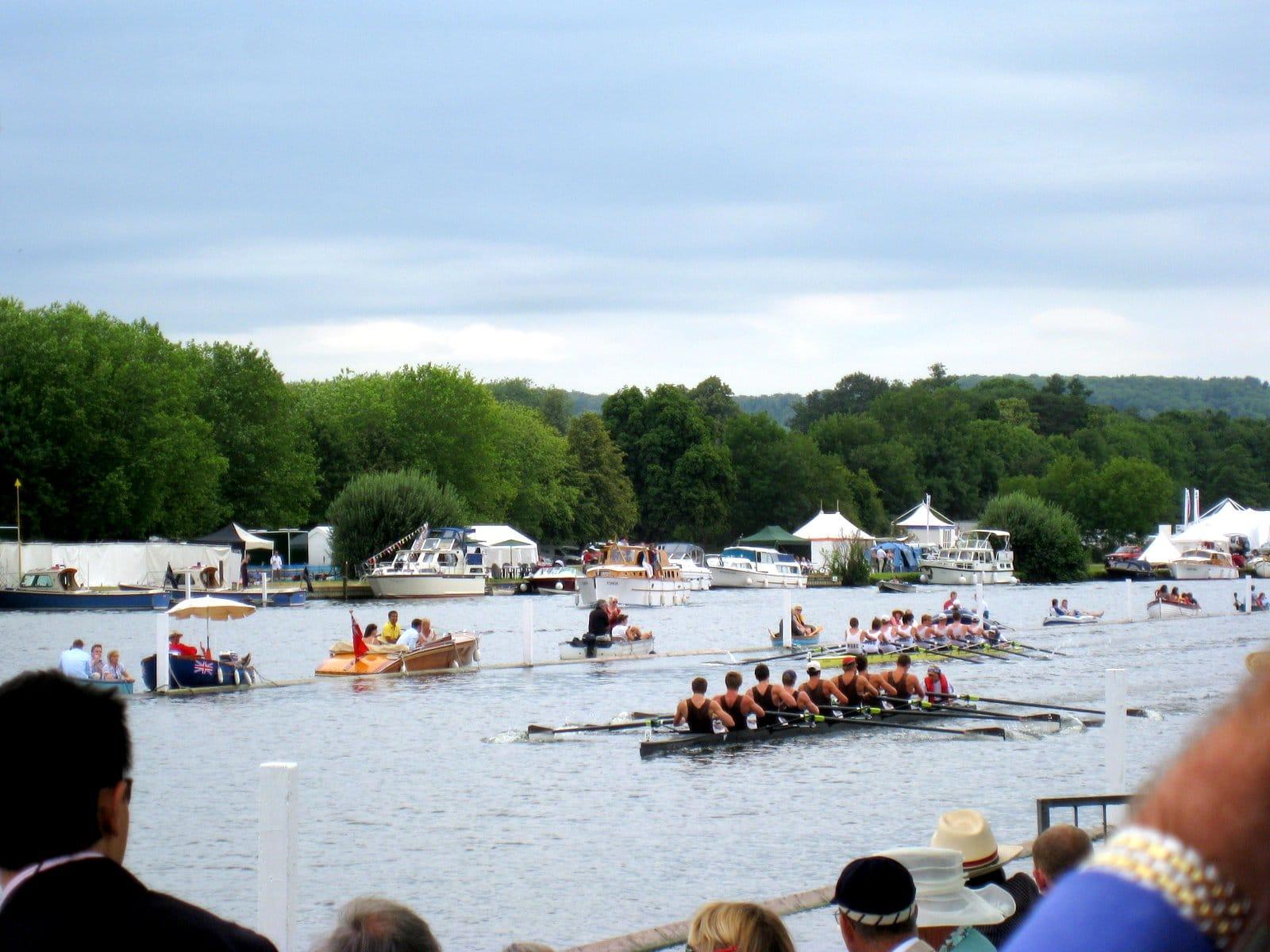 Regatta, cea mai mare competiţie de canotaj din Henley
