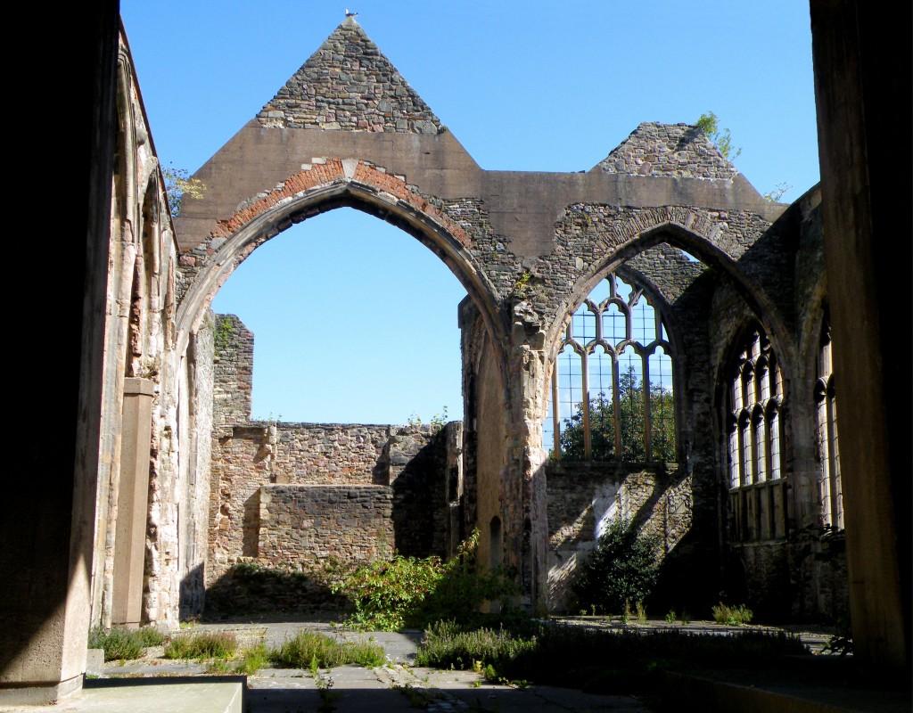 Ruinele Catedralei Sf. Petru, chiar și acum se înalță mândre