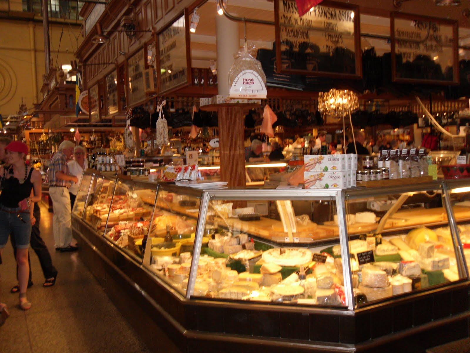 Piaţa închisă Saluhall din Ostermalm unde poţi găsi cele mai bune Blue Cheese din Stockholm