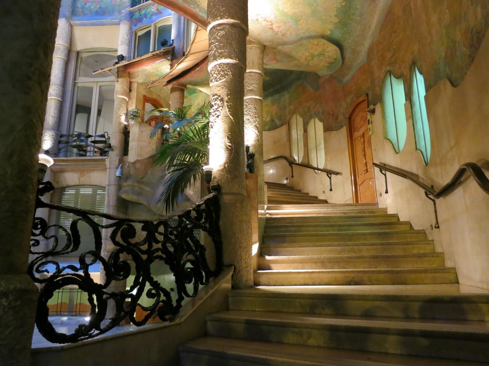 Scările spiralate duc spre camerele splendide