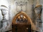 Interiorul macabru și interesant al Bisericii Oaselor din Cehia