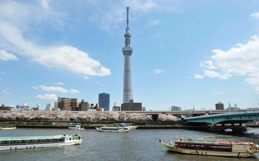 Skytree, un punct de reper pentru numeroasele ambarcaţiuni care circulă pe apele din Tokyo