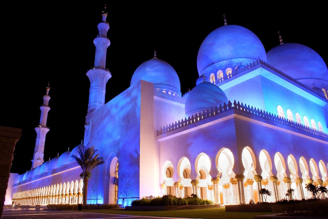 Splendida moschee schimbă total orizontul din Abu Dhabi
