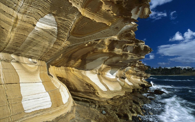 Stâncile din Tasmania au fost sculptate în forme inedite