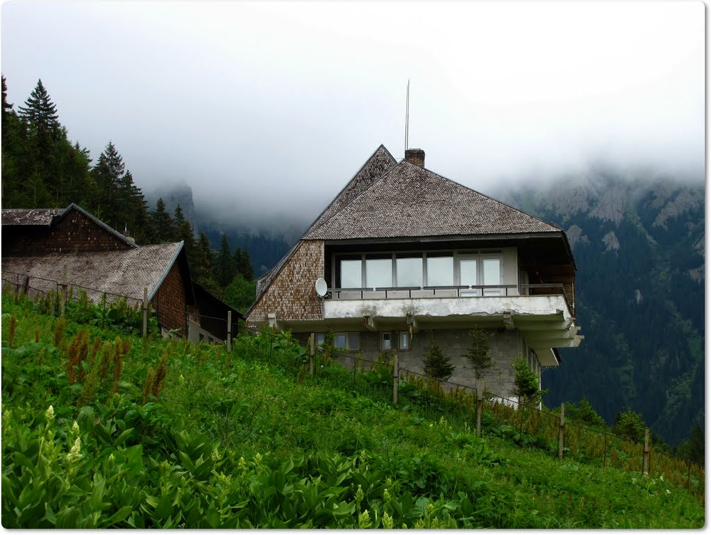 Stația Seismică Muntele Roșu - Un obiectiv turistic foarte interesant