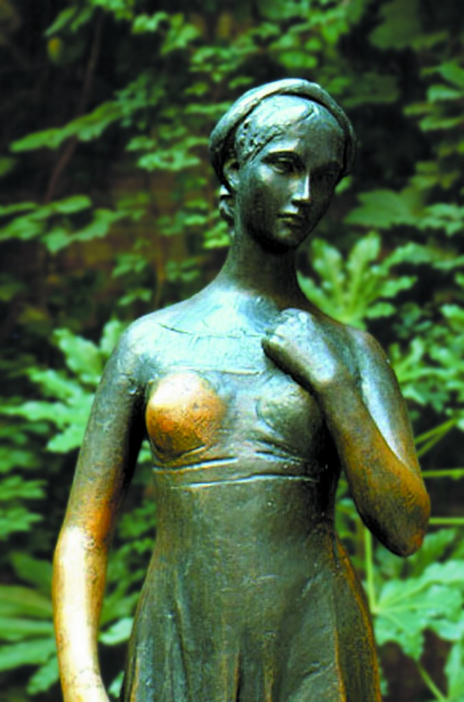 Statuia Julietei de la casa cu același nume - turiștii au ciudatul obicei de a-i freca sânul stâng