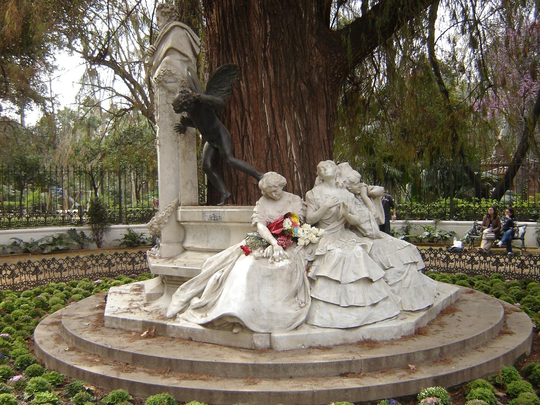 Statuile din parc conferă zonei un aer aparte