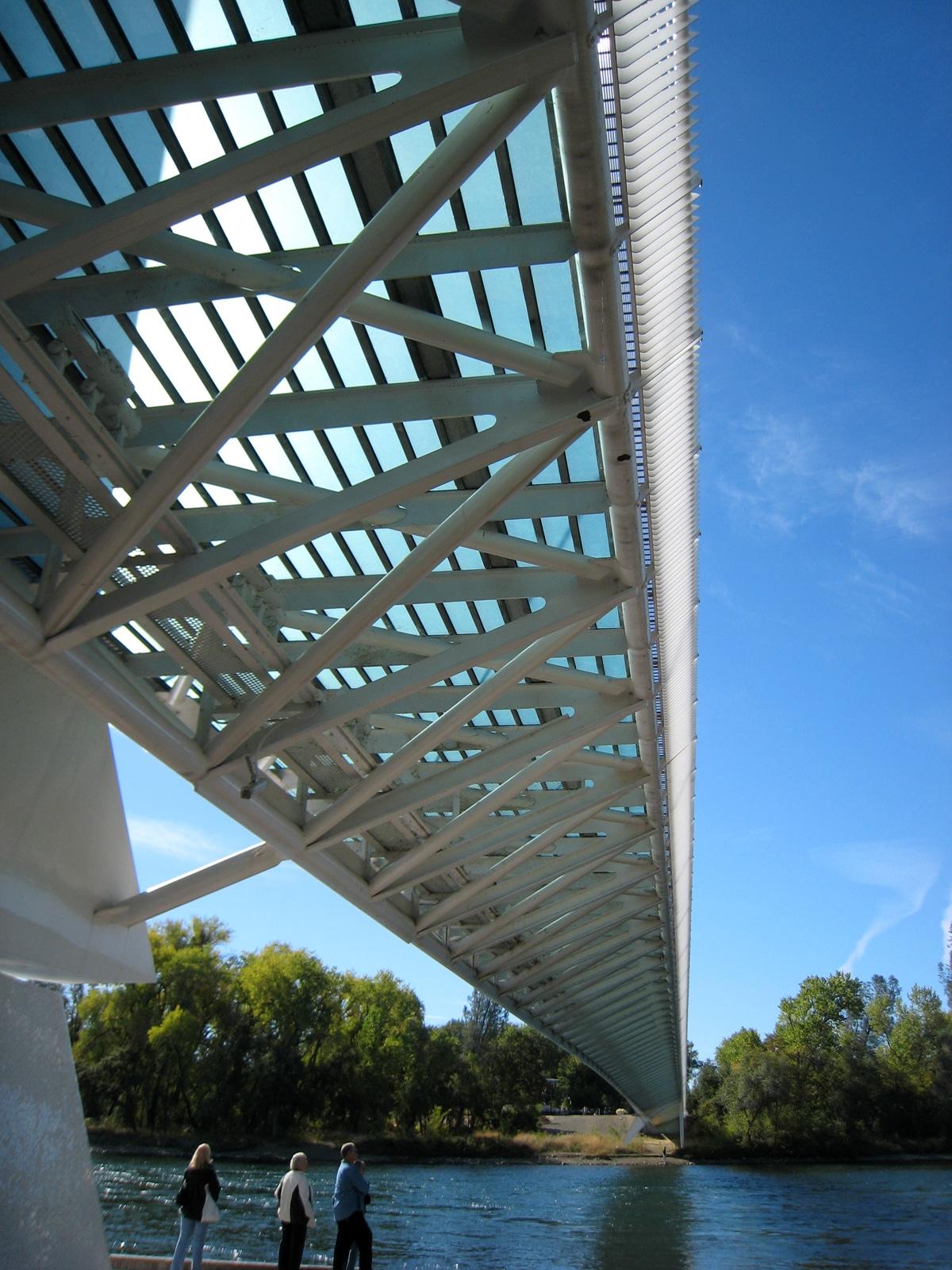 Aspectul podului este absolut fenomenal