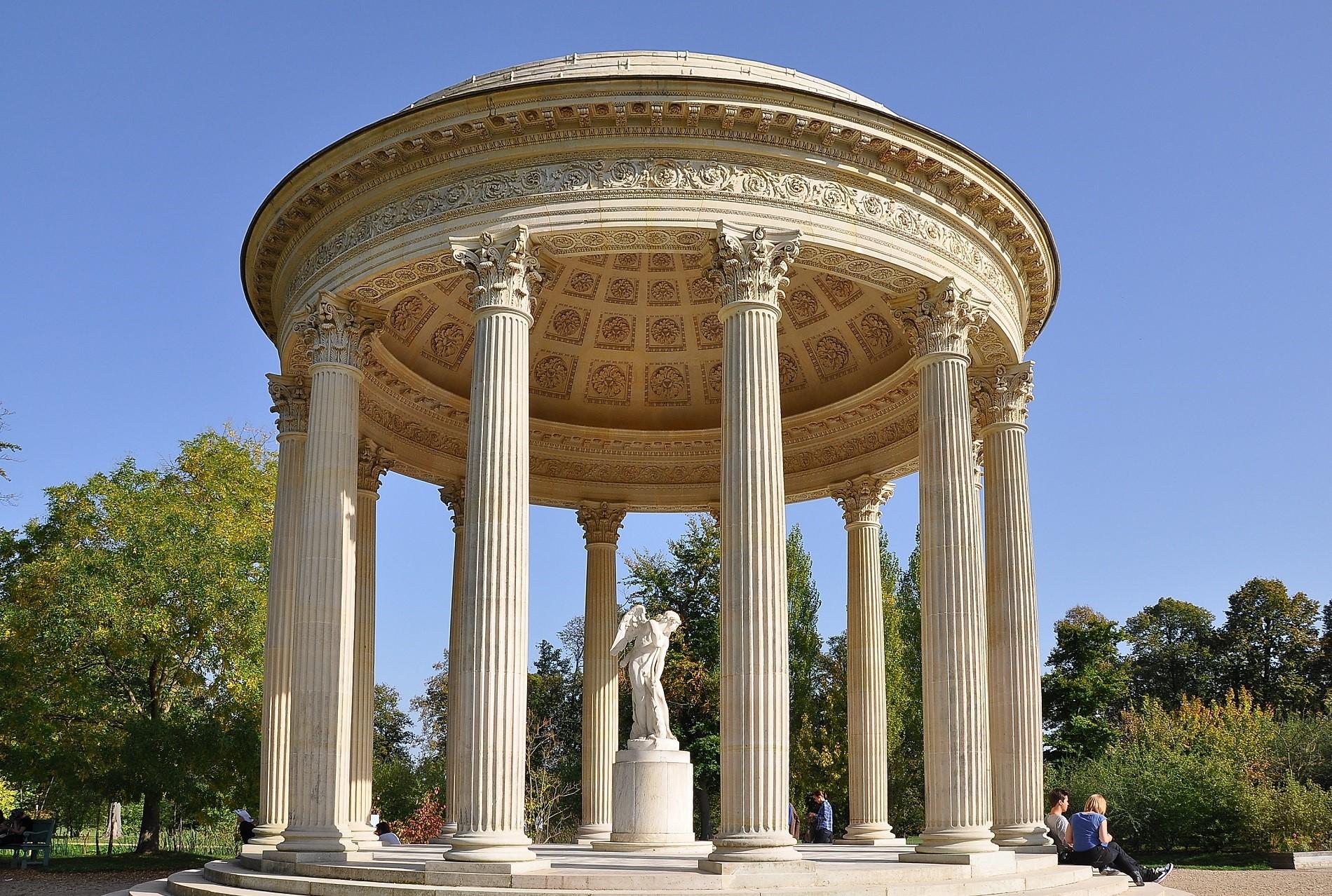 Templul grecesc din incinta Grădinii Engleze din Munchen