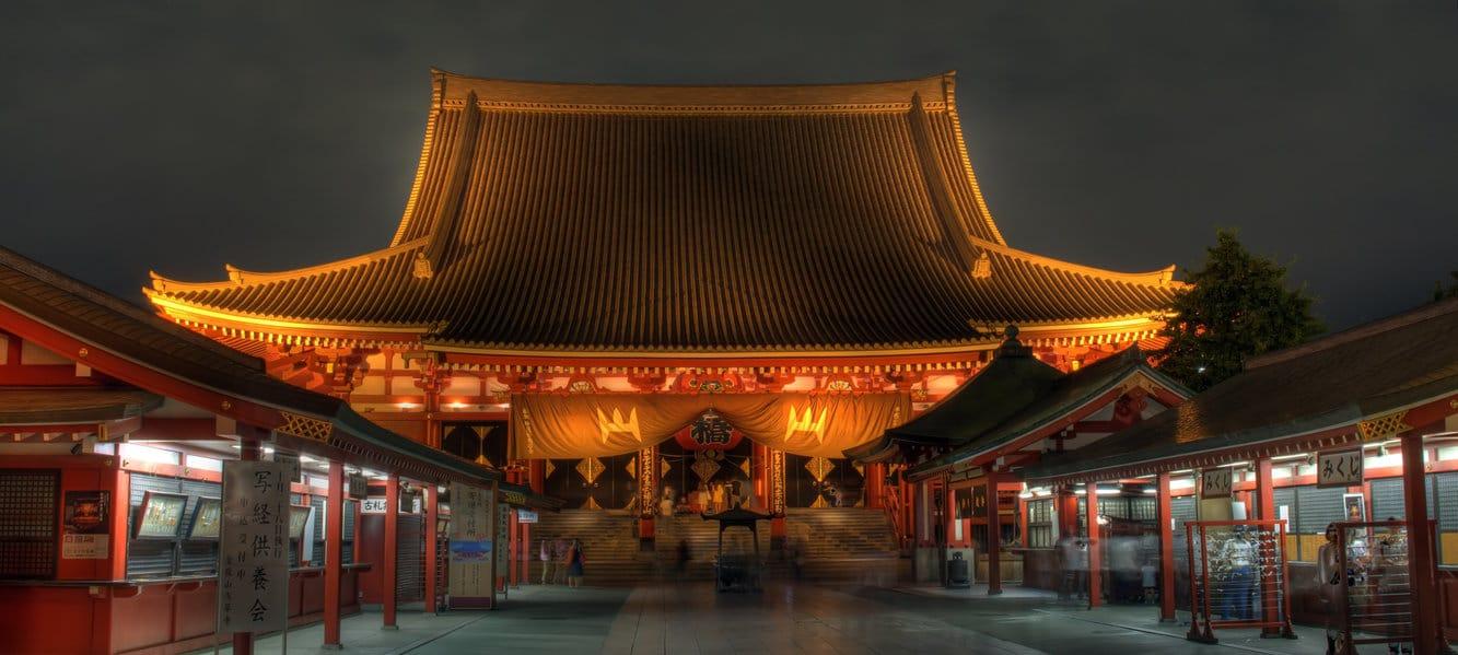 Templul Sensoji, noaptea