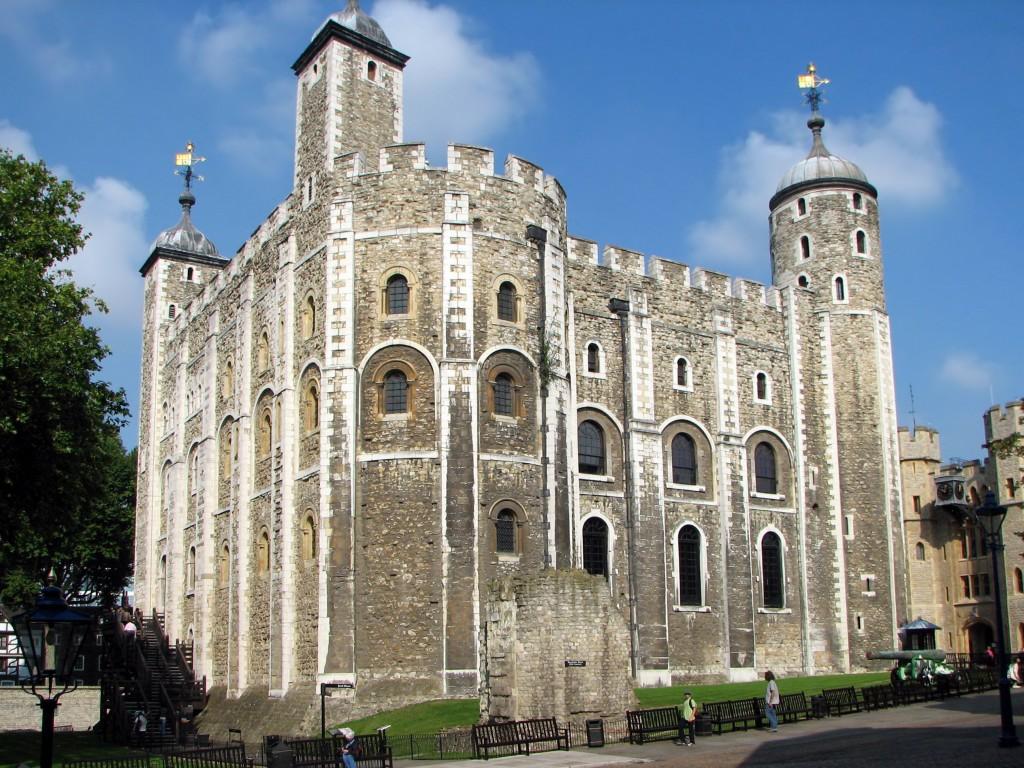 The White Tower în centrul a ceea ce este cunoscut drept Turnul Londrei