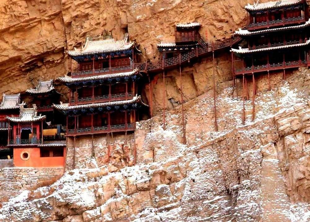 Toate încăperile din templu, iau forma curburii muntelui