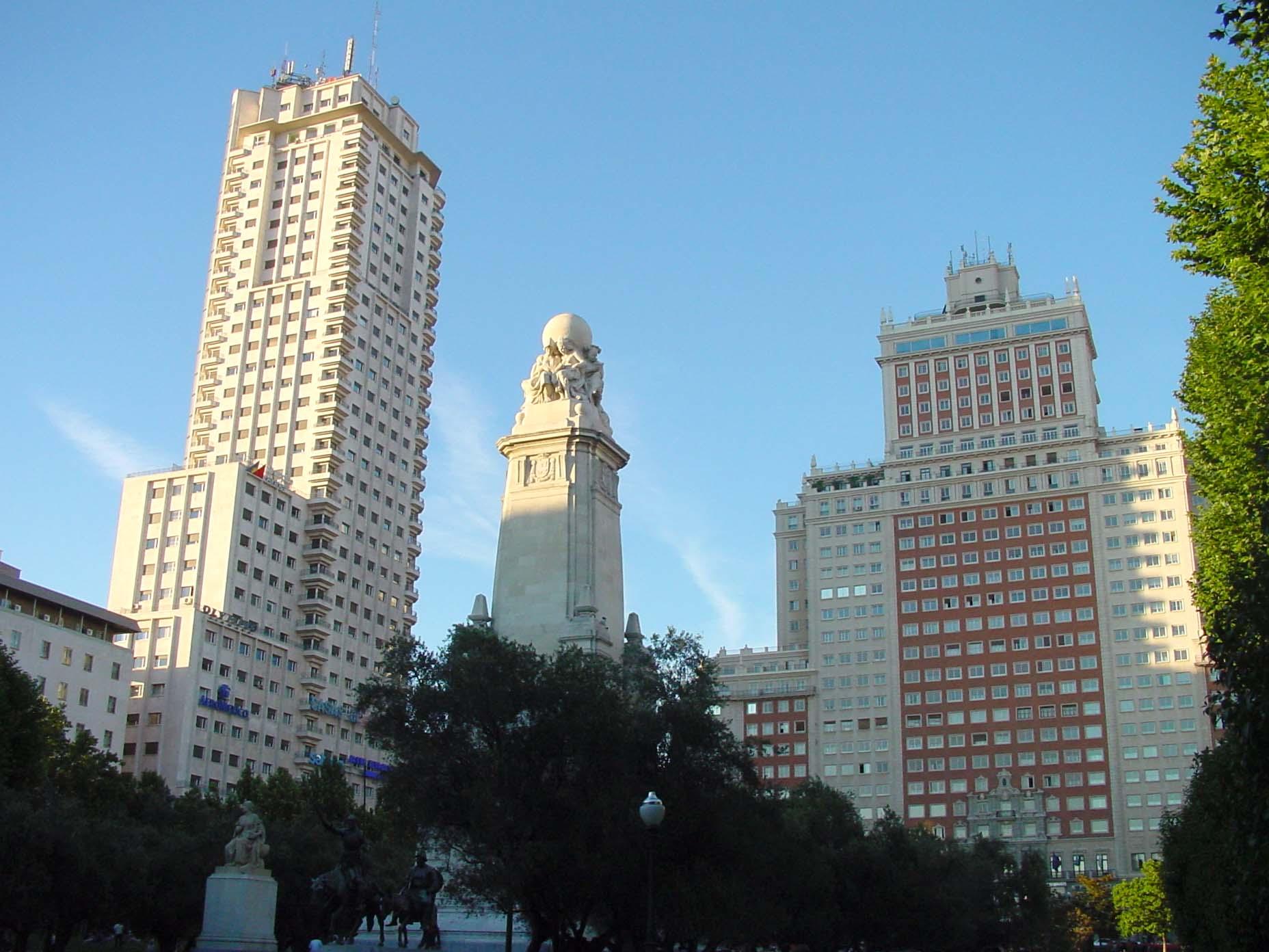 Edificio de Espana şi Torre de Madrid, două dintre cele mai mari clădiri ale oraşului