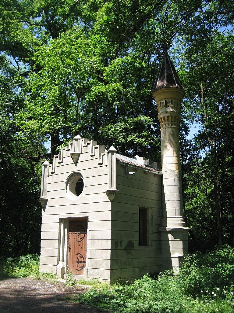 Turnul de la intrarea în Castelul Sturdza