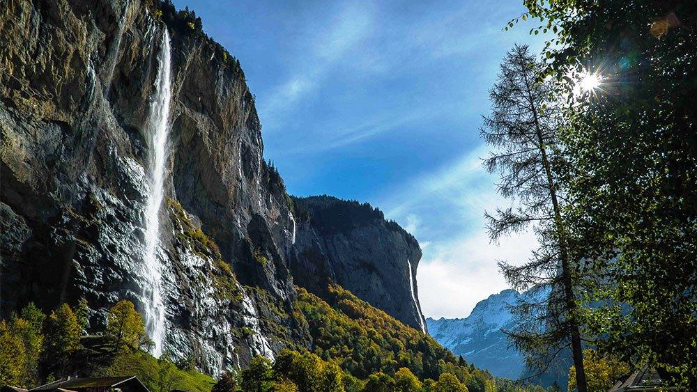Valea Lauterbrunnen, o îmbinare inedită de forme de relief