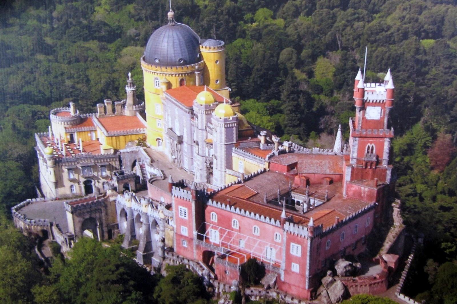 Vedere de sus asupra Palácio Nacional da Pena
