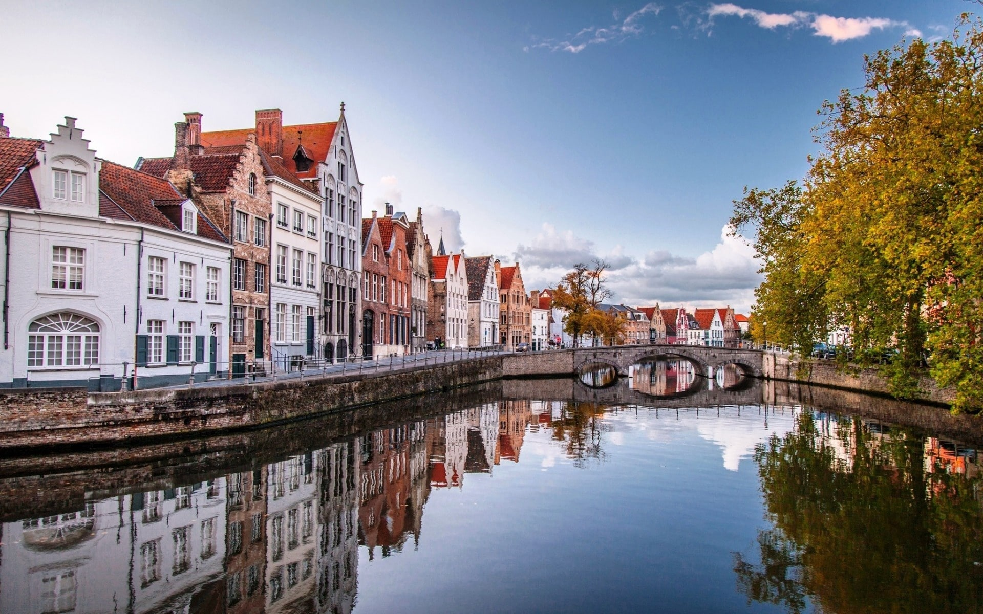 Pe acest canal se face călătoria cu barca între Bruges și Domme