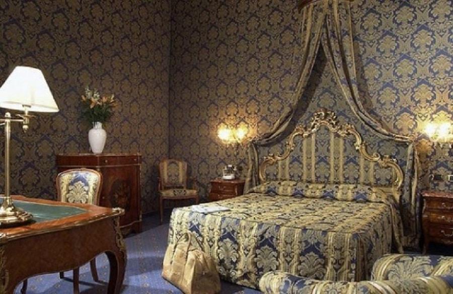 Stilul baroc domneşte pretutindeni în Al Ponte Antico Hotel