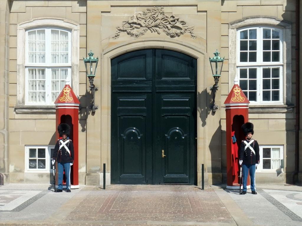 Gărzile regale păzind Palatul Frederic al VII-lea