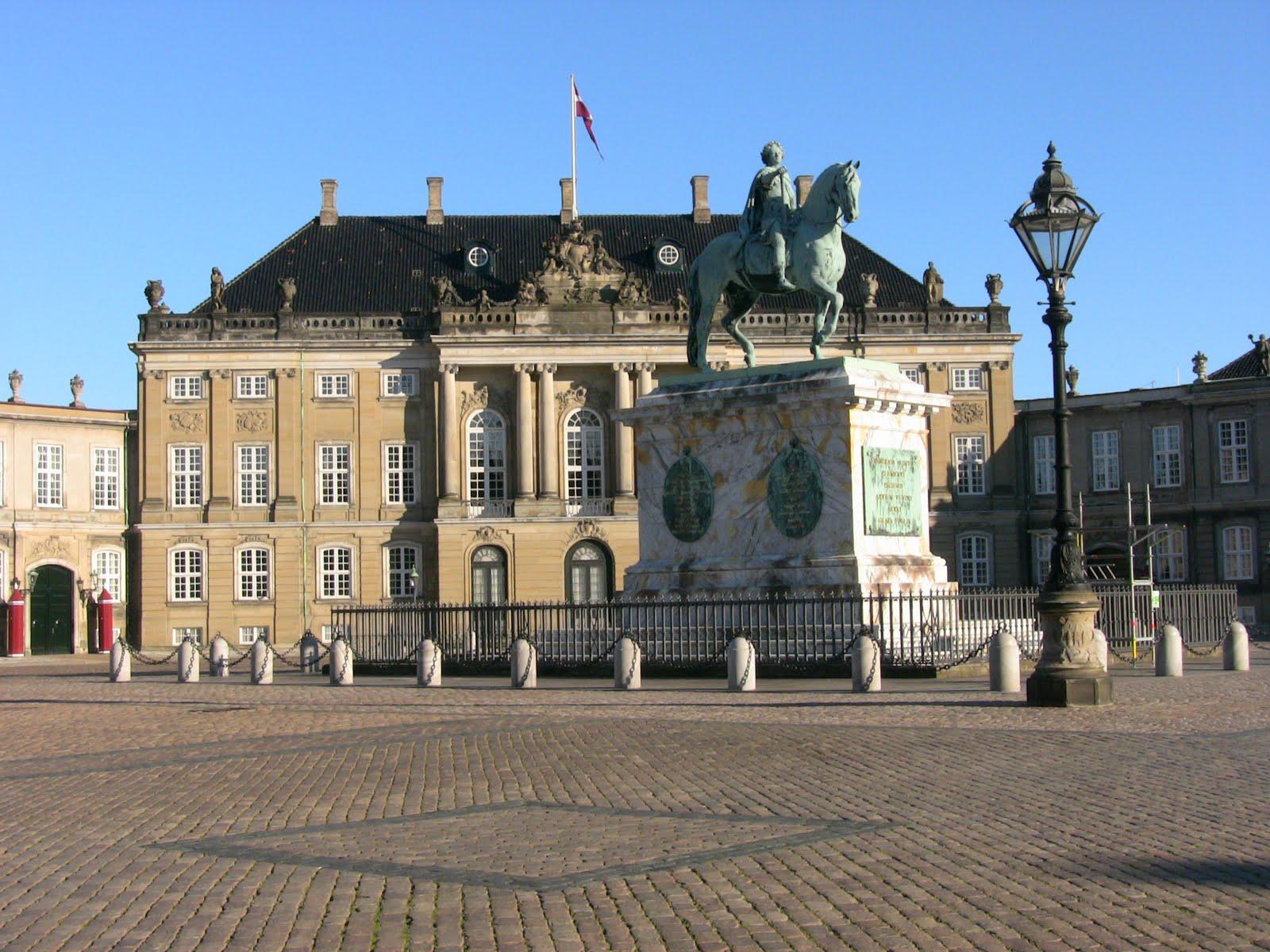 Castelul Amalienborg, reşedinţa Reginei Danemarcei