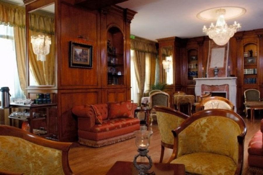 Interiorul hotelului Carol Parc din Bucureşti este tipic unui hotel boutique