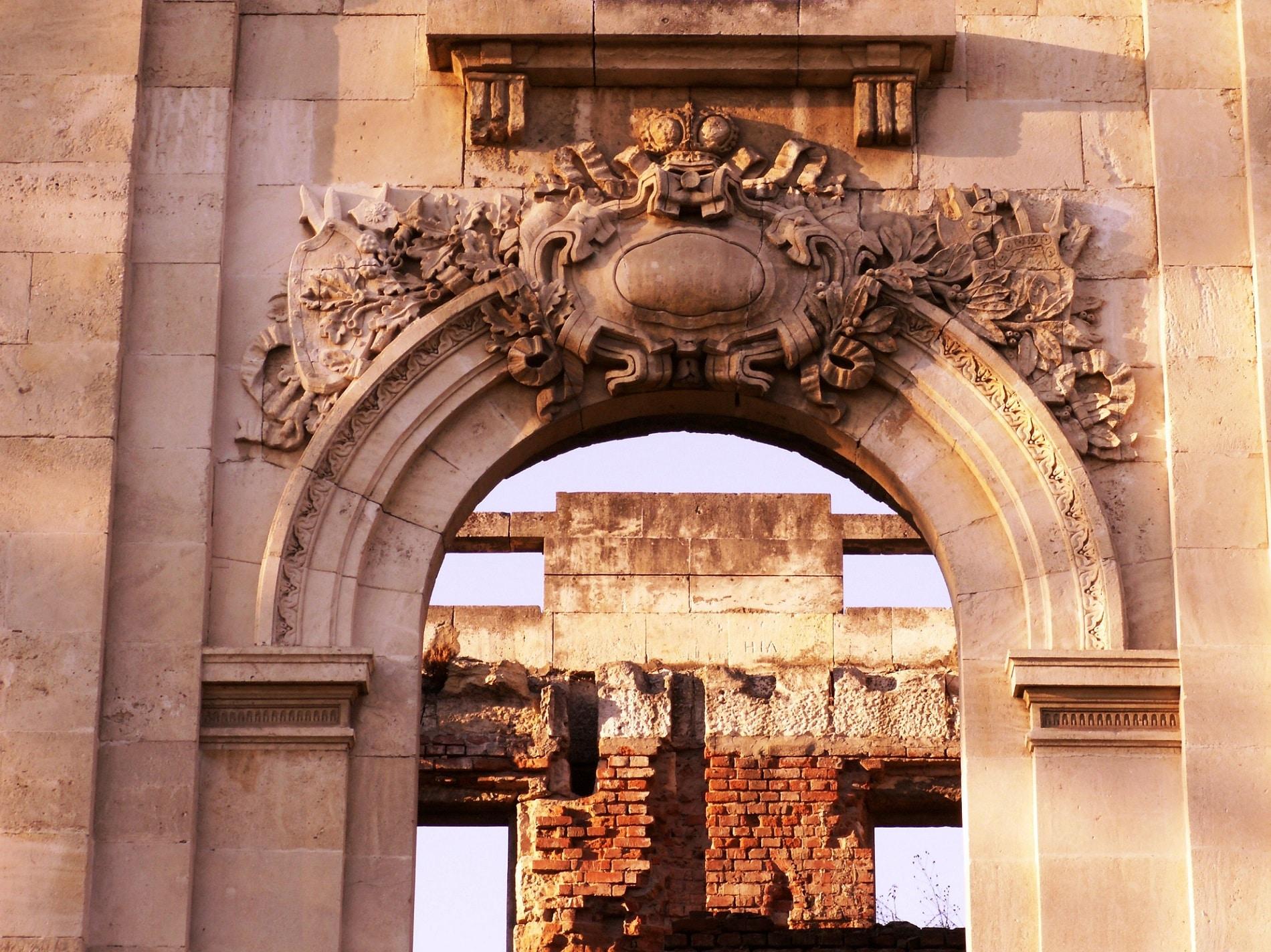 Detaliu exterior - semn al măiestriei, tehnicilor și materialelor de calitate folosite în coonstrucția Micului Trianon