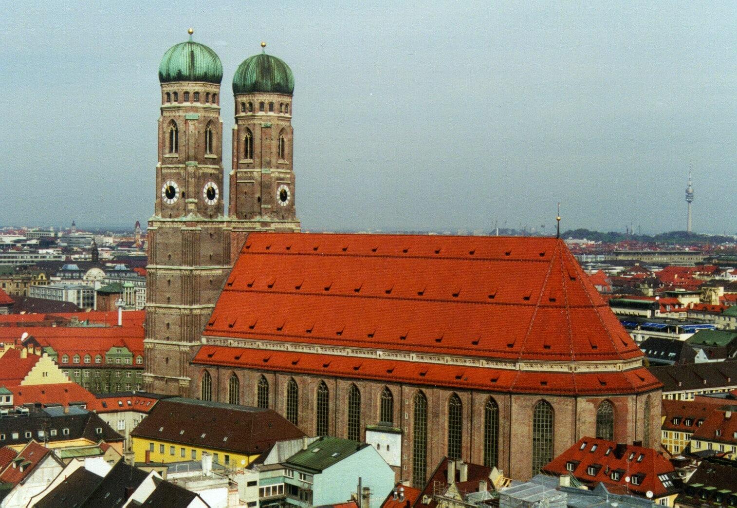 Fraeunkirche sau Biserica Maicii Domnului este Catedrala din Munchen și simbolul orașului
